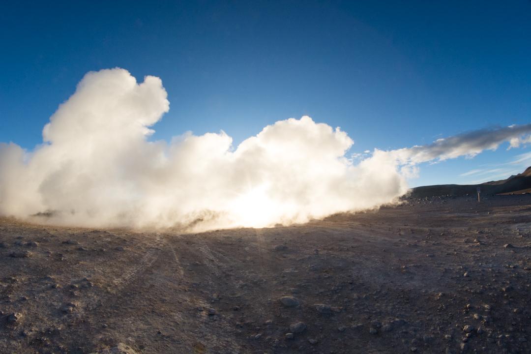 Uyuni - Levé de soleil sur les geysers à 5000m d'altitude